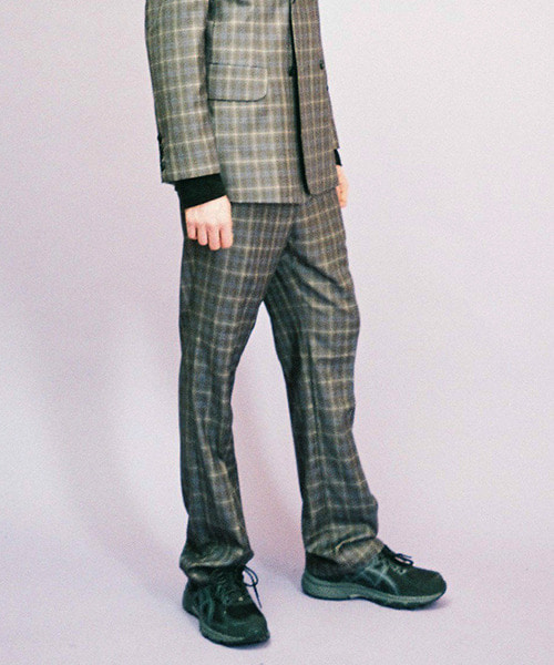 [60%]set-up brown suit - bottom